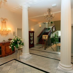 Hotel Prinzenpalais Bad Doberan - Stilvolle Empfangshalle